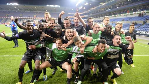 Racing Mechelen viert in een lege Cristal Arena. Foto: Photo News